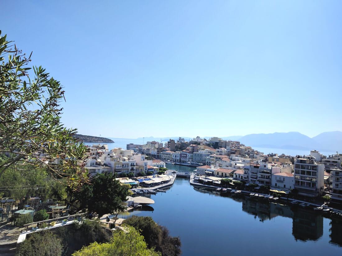панорама со смотровой площадки Агиос Николаос на озеро Вулизмени
