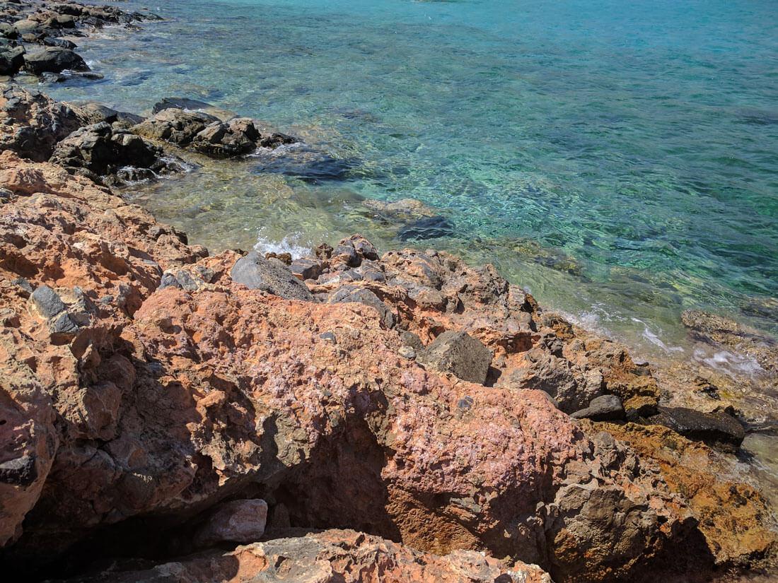 каменистый берег острова Колокита - соседв Спиналонги