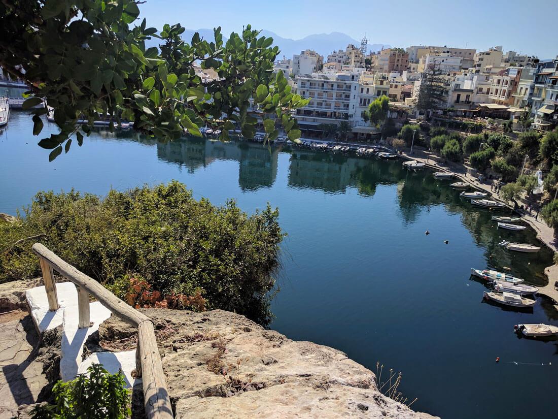 озеро Вулизмени - изысканная достопримечательность не только Агиос Николаос, но и Крита в целом.