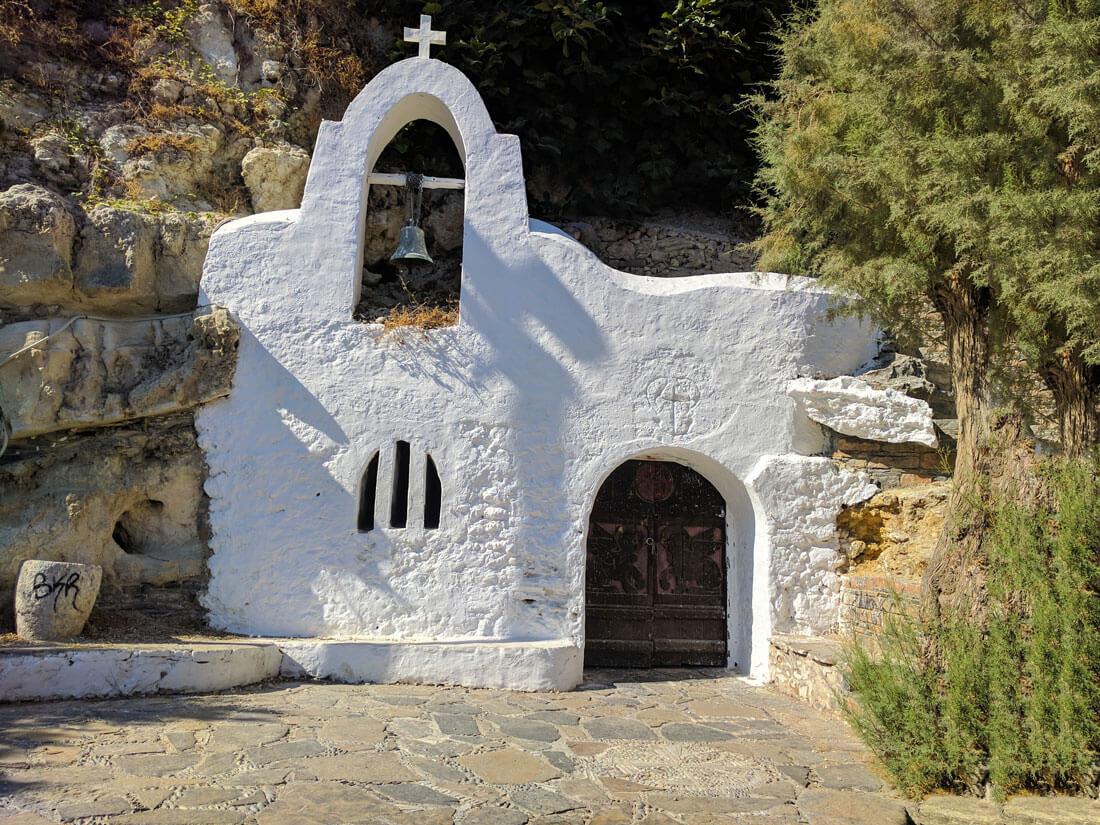 Часовня в скале - еще одна маленькая достопримечательность Агиос Николаос