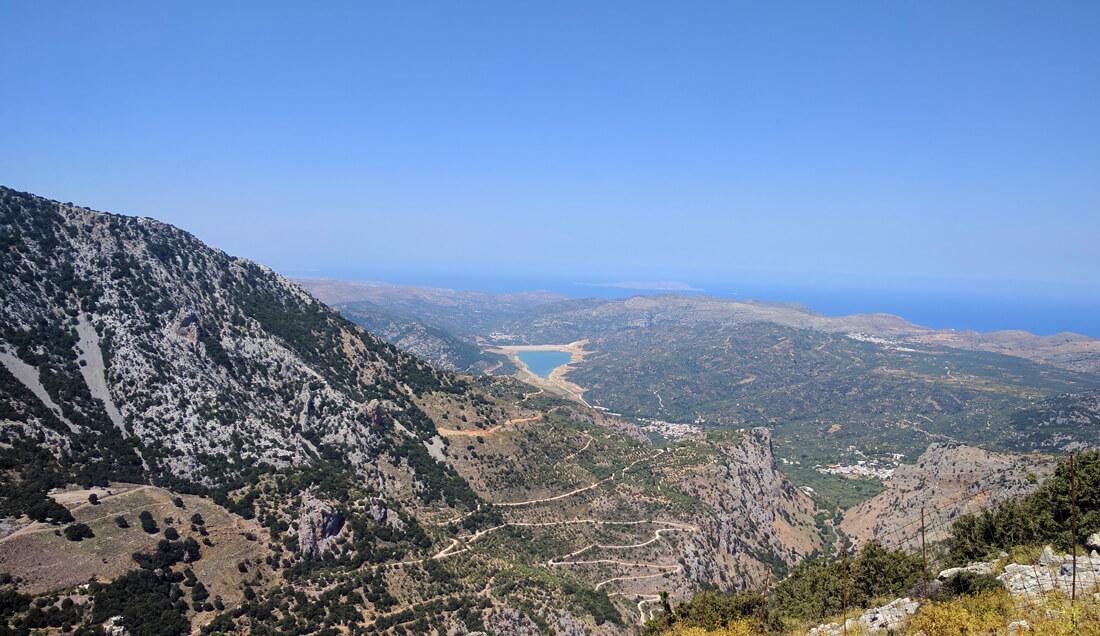 панорамы открывающиеся с гор по пути к Плато Лассити позволяют сделать множество невероятных фото