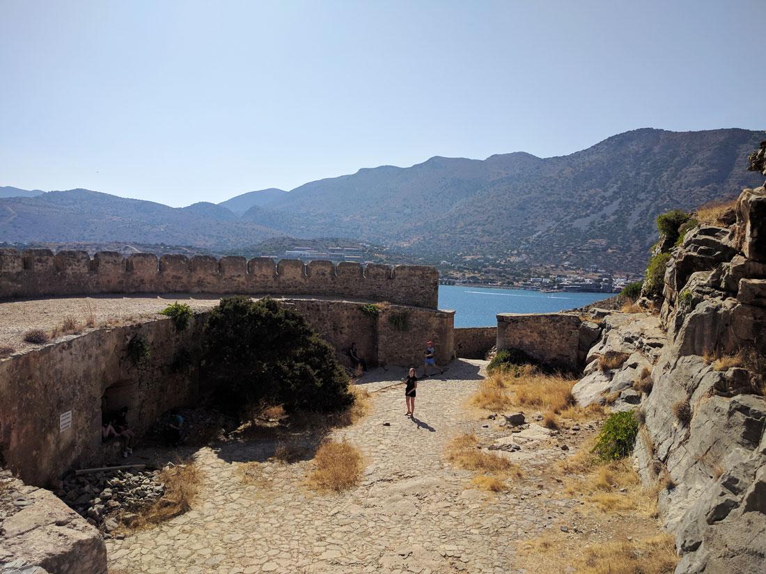 С крепости на острове Спиналонга открываются потрясающие виды на Крит