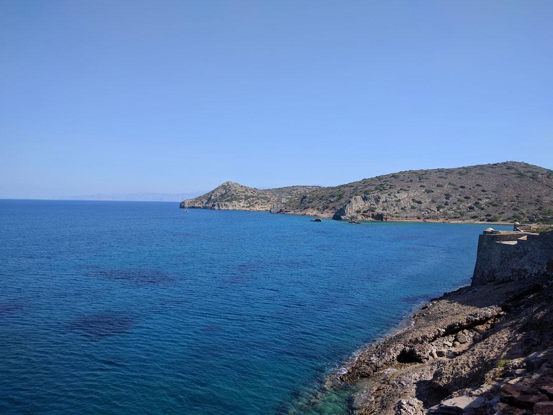 виды на залив Мирабелло с крепости на Спиналонге, что к востоку от Крита