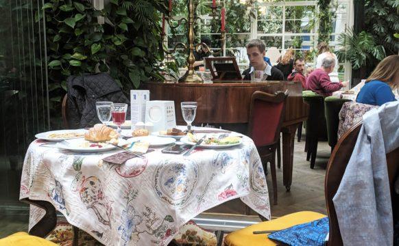 Bachevskih_breakfast